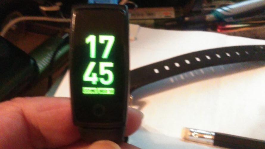 スマートブレスレットウォッチ !歩数計 血圧計 心拍計 を使ってみた。