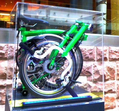 緊急時に役に立つ、1万円台で買える「小型折りたたみ自転車!」