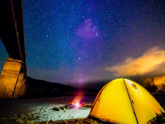 キャンプは夏だけじゃない!オールシーズン、緊急時にも役立つ、寝袋・シュラフ。